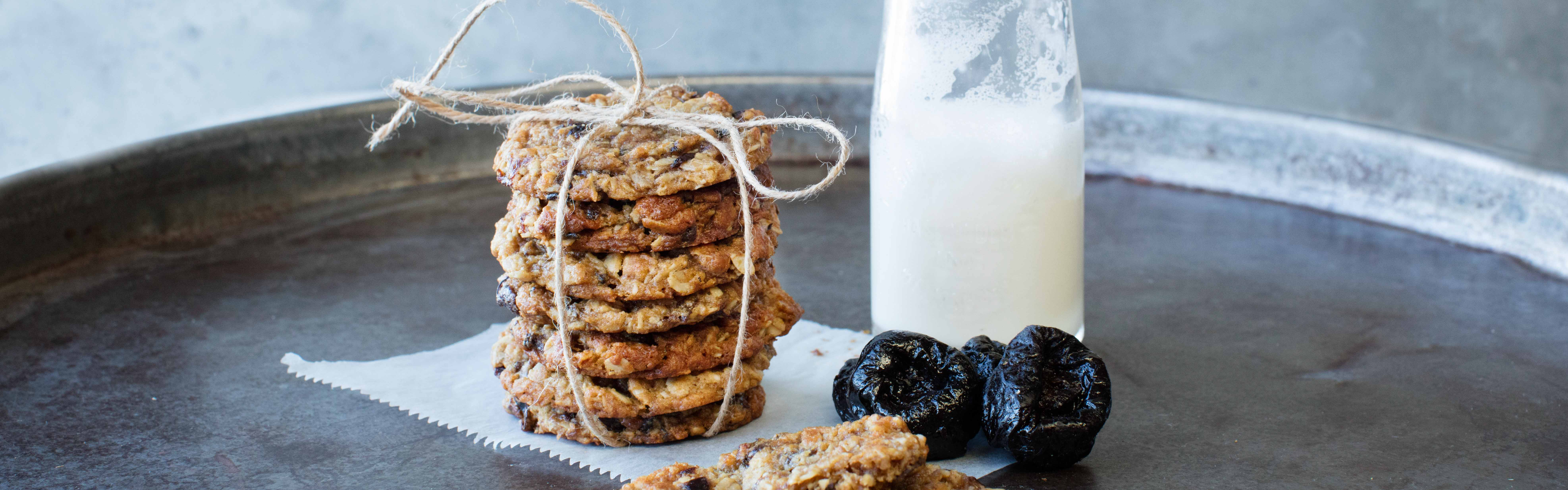<p>These Anzac biscuits (cookies in the U.S.) have 33% less cane sugar and 20% less butter than the original recipe. The way they stay rich in flavor is because they are made with prunes.</p>