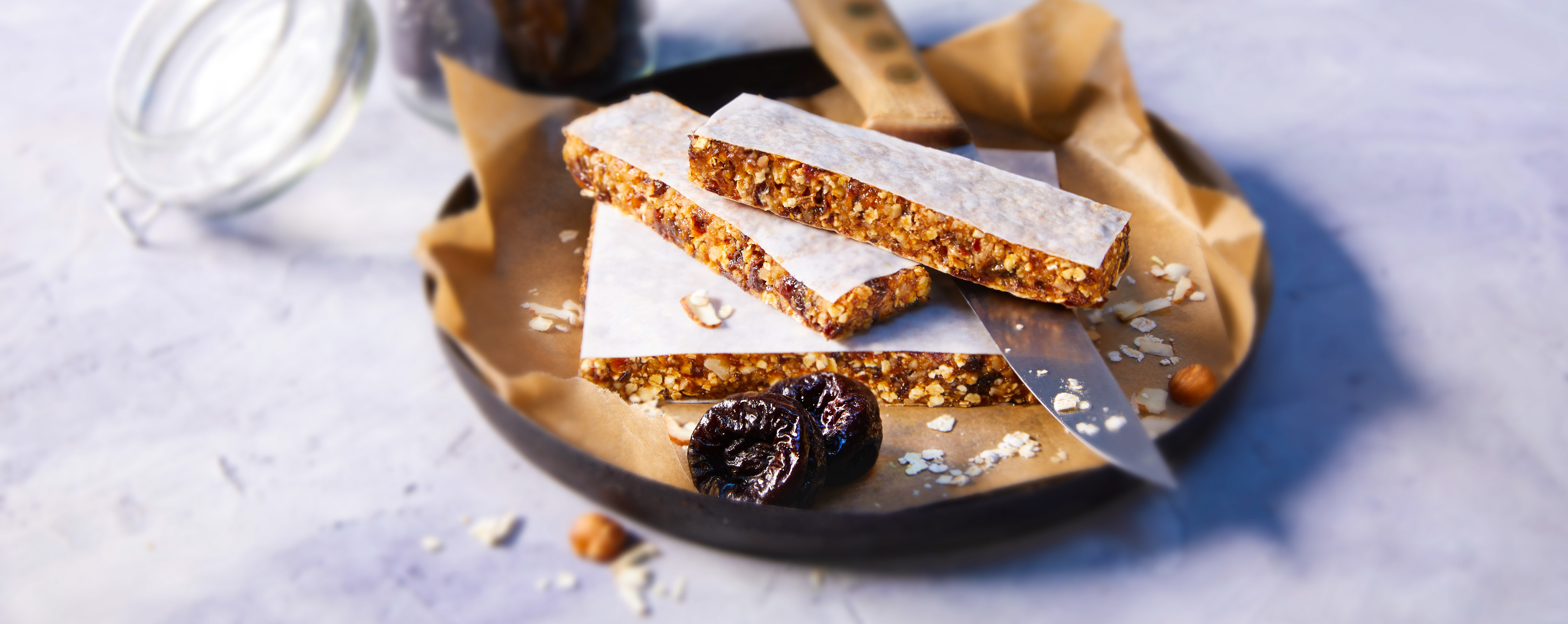 <p>Looking for homemade, healthy snack bars that taste delicious? Try these no-bake energy bars that make wholesome, tasty snacks for hiking, biking, after workouts or as afternoon treats. 165 kcal / 690 kJ; protein 3.5 g; fat 8 g; carbohydrates 20 g</p>