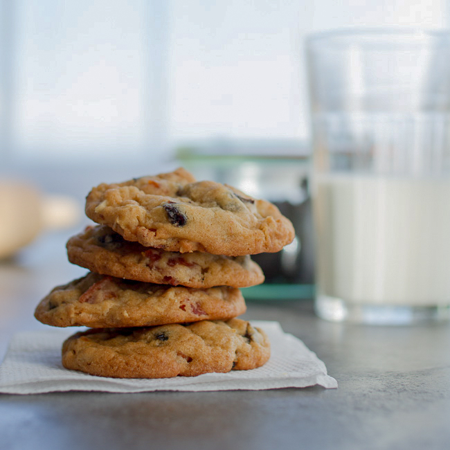 <p>In these cookies, prunes draw out the natural sweetness in almonds and apricots. The result is a sophisticated take on a dried fruit-and-nut cookie. For more indulgence, add 80 g [1/2 cup] of bittersweet chocolate pieces.</p>